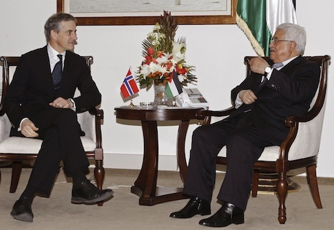 Palestinian president and then-Norwegian foreign minister in 2012 / AP