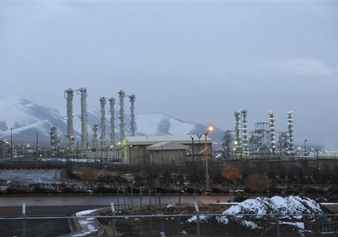 'Iran's heavy water nuclear facility is backdropped by mountains near the central city of Arak, Iran' from the web at 'http://s1.freebeacon.com/up/2014/12/Arak.jpg'